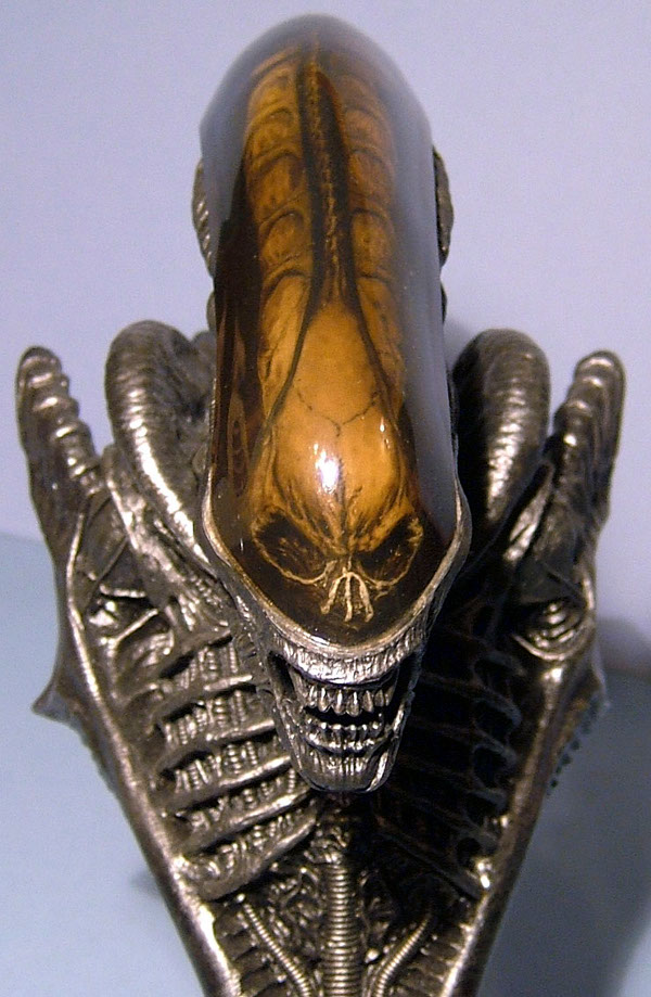 Alien bust by Hot Toys