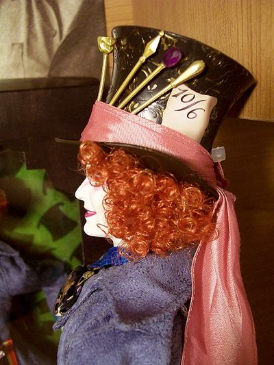 Alice in Wonderland Mad Hatter Barbie doll action figur