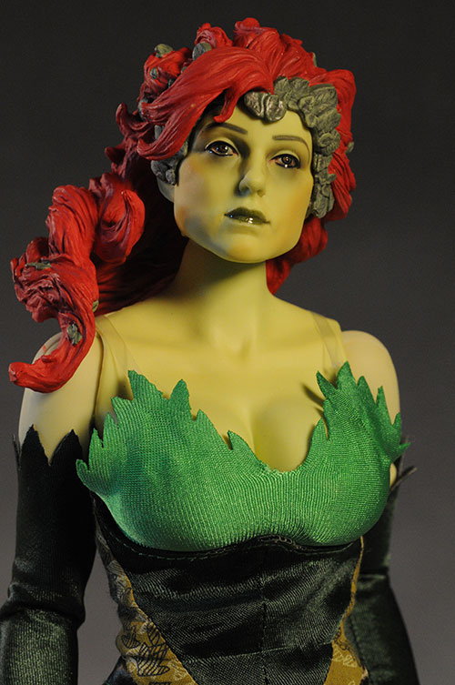 Deluxe Poison Ivy action figyre by DC Direct