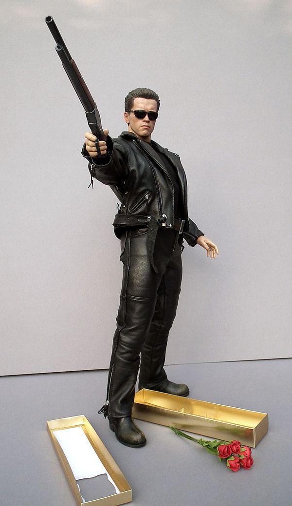 Crazy Toys T-800 Terminator Battle Damaged version 12/'/' Statue Figure Figurine