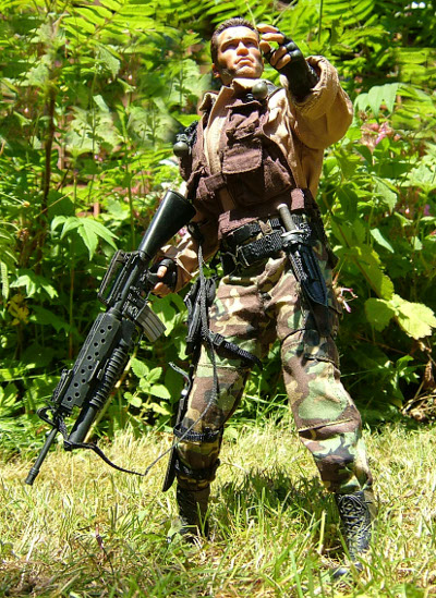 Dutch Predator sixth scale action figures from Hot Toys