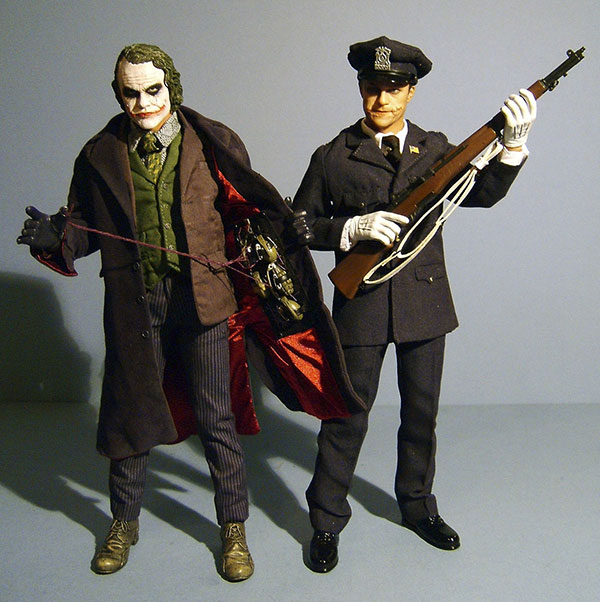 Dark Knight Joker And Cop Dx 01 Deluxe Sixth Scale Action Figure