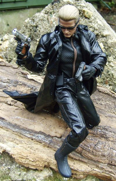 Resident Evil 5 Wesker and Sheva sixth scale action figures by Hot Toys