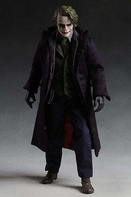 Hot Toys Dark Knight Joker action feature