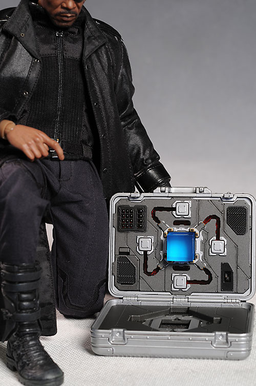 Nick Fury The Avengers sixth scale action figure by Hot Toys
