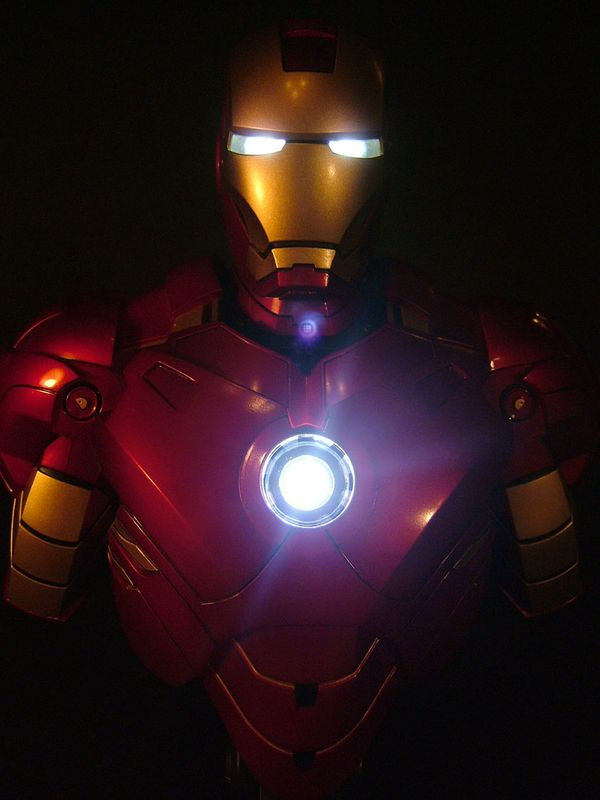 Iron Man 2 mini-bust by Hot Toys