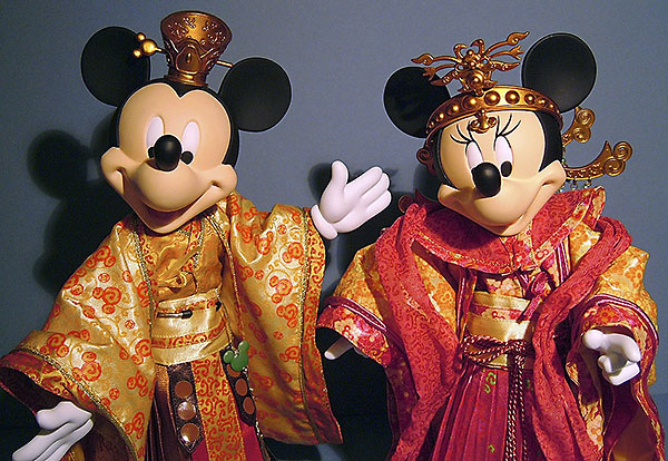 Hot Toys Mickey and Minnie Mouse vinyl action figures