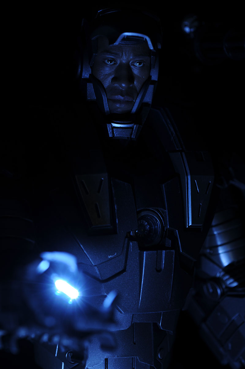 War Machine Iron Man 2 sixth scale action figure by Hot Toys