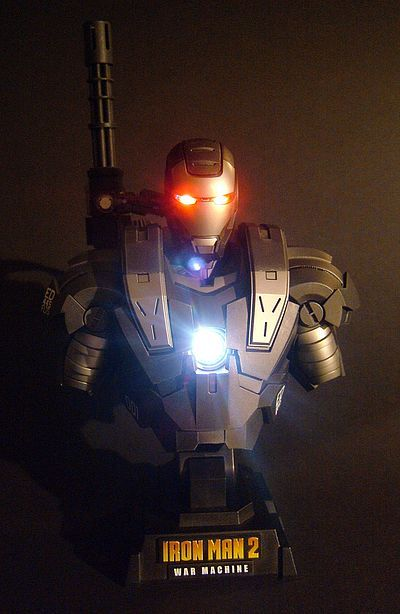 Iron Man 2 Iron Man War Machine busts by Hot Toys