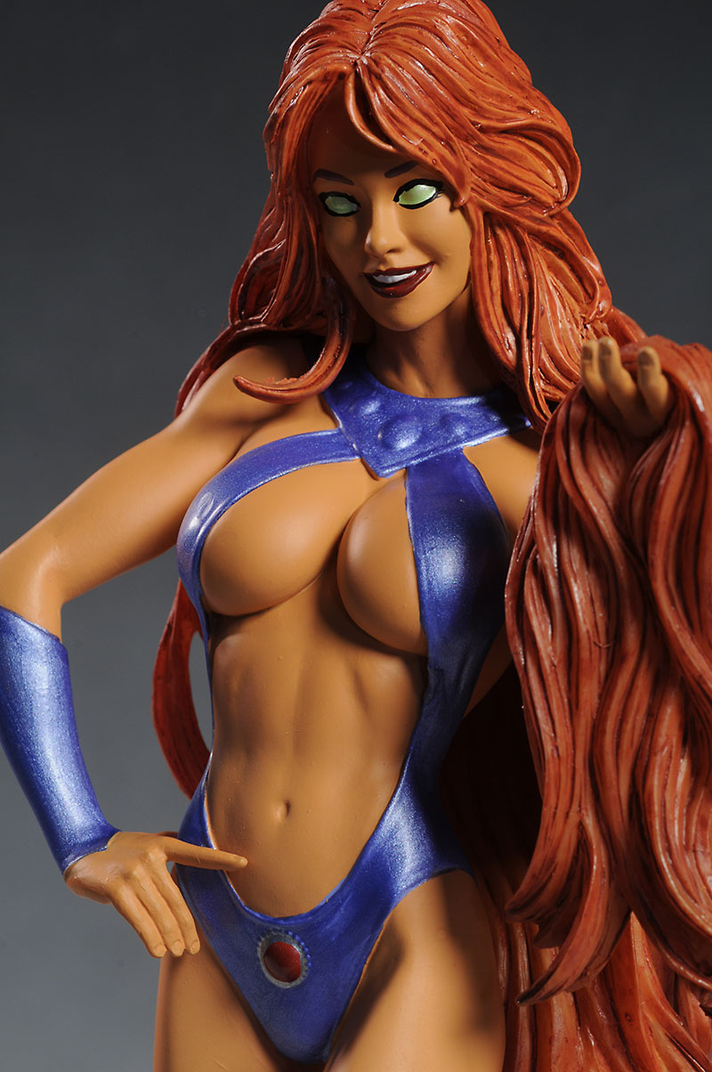 Starfire Cover Girls of the DCU statue by DC Direct