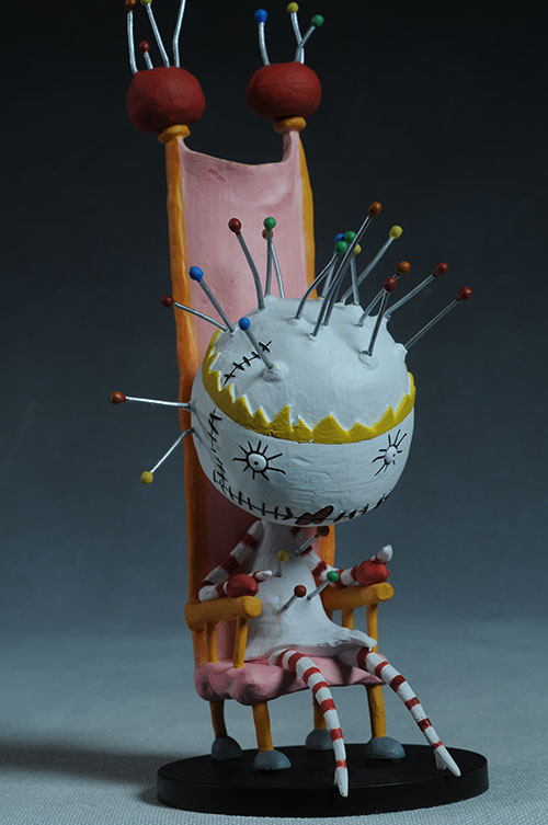 Tragic Toys for Girls and Boys Pin Cushion Queen Tim Burton statue by Dark Horse Comics