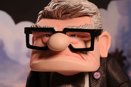 Up Carl Fredricksenn and Russell vinyl figures from Hot Toys