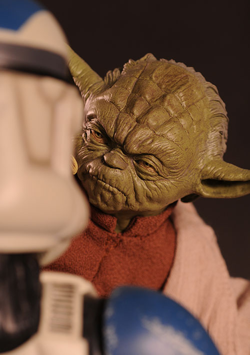 Yoda and Clone Trooper Premium Format statue by Sideshow Collectibles