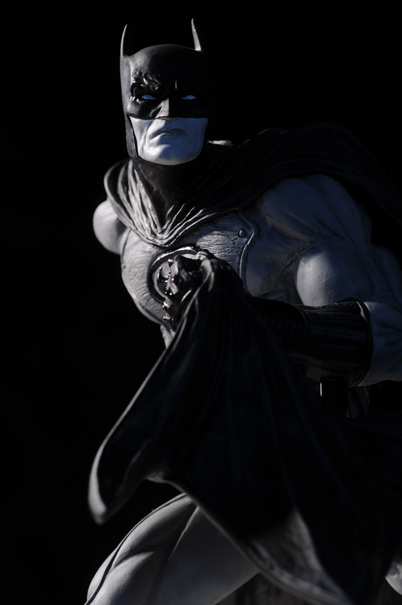 Batman Black and White David Finch Statue