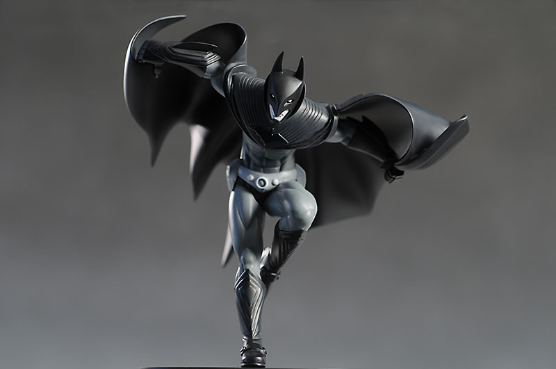 Batman Black & White Gotham Knight 2 statue by DC Direct