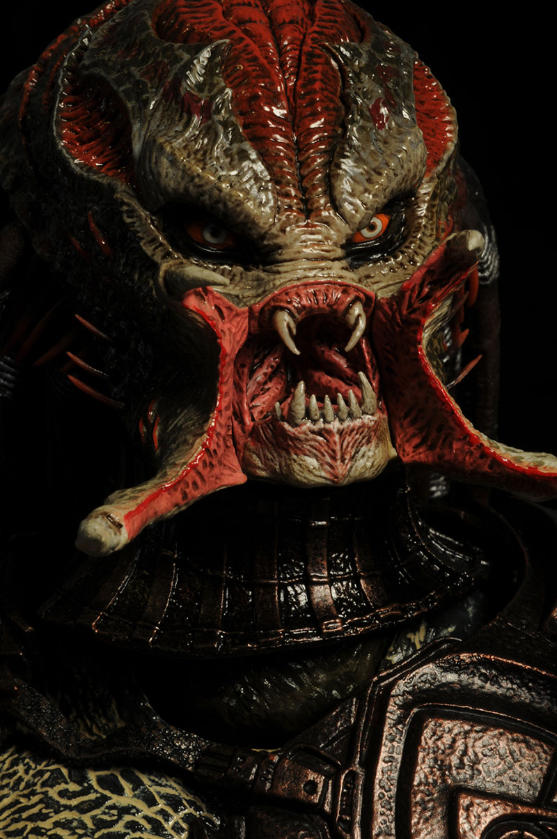 Hot Toys Berserker Predator action figure