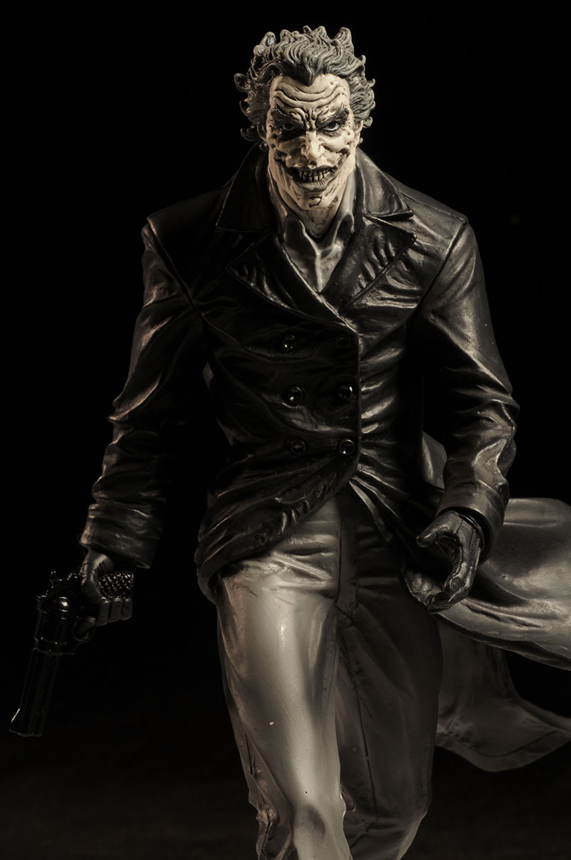 Batman black white lee bermejo joker statue by dc direct