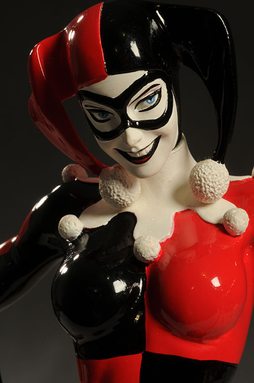 Cover Girls DCU Harley Quinn statue by DC Direct