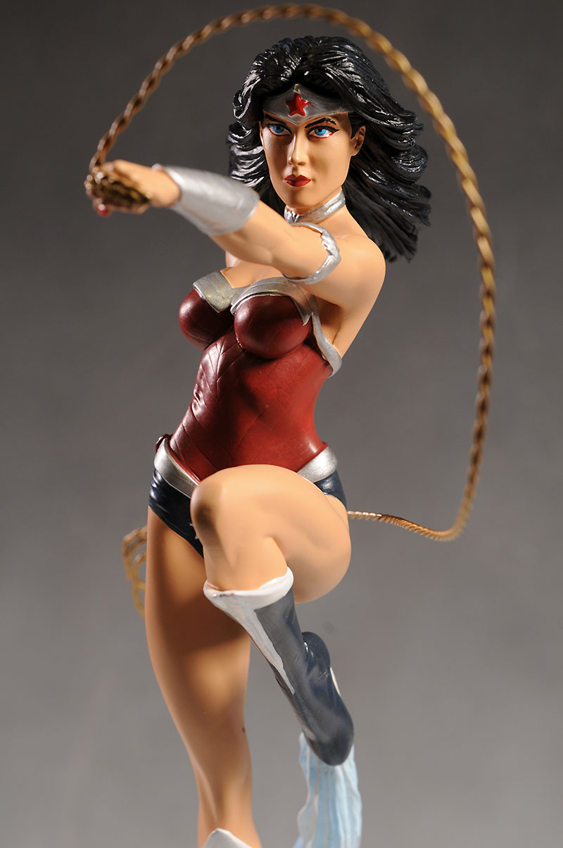Cover Girls of the DCU Wonder Woman statue by DC Collectibles