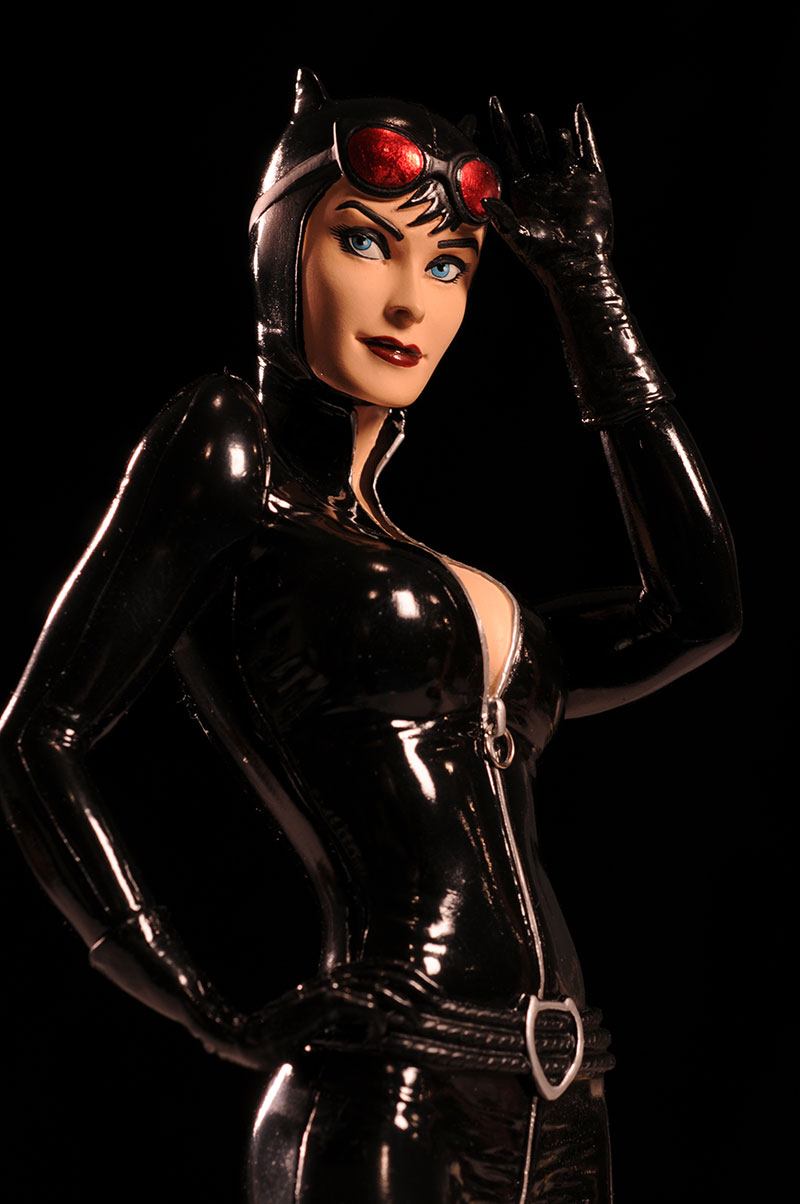 Cover Girls of the DCU Catwoman statue by DC Direct