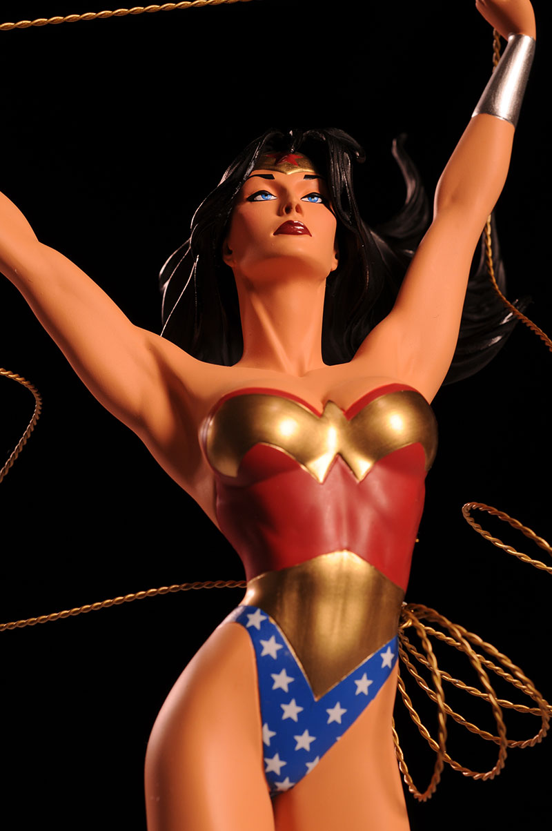 Cover Girls of the DCU Wonder Woman statue by DC Direct