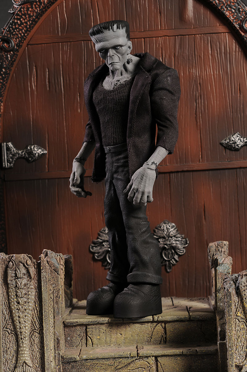 Frankenstein's Monster b/w NYCC exclusive figure by Mezco