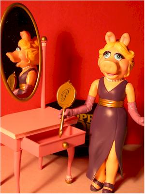 Muppets Miss Piggy action figure by Palisades