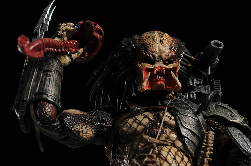 Predator sixth scale action figure by Hot Toys