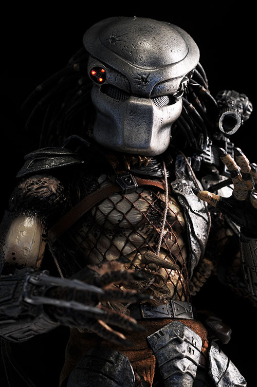 Predator sixth scale action figures by Hot Toys