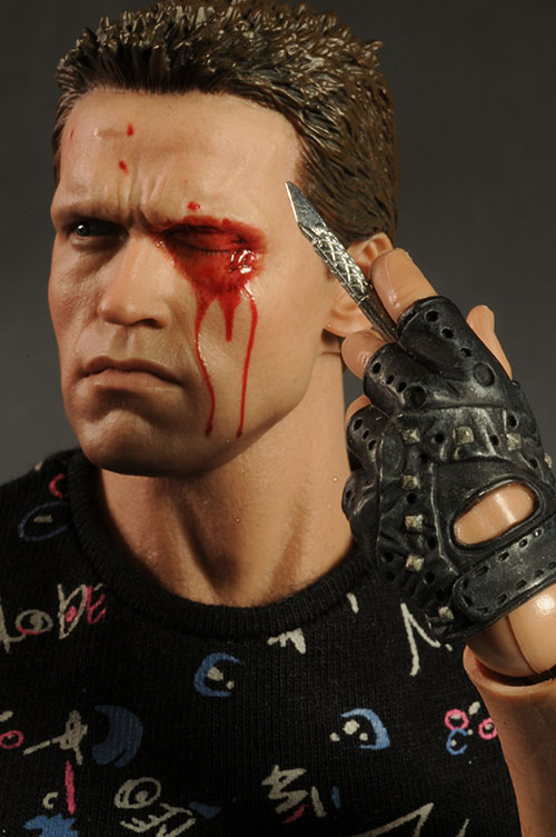 Terminator T-800 sixth scale figure by Hot Toys