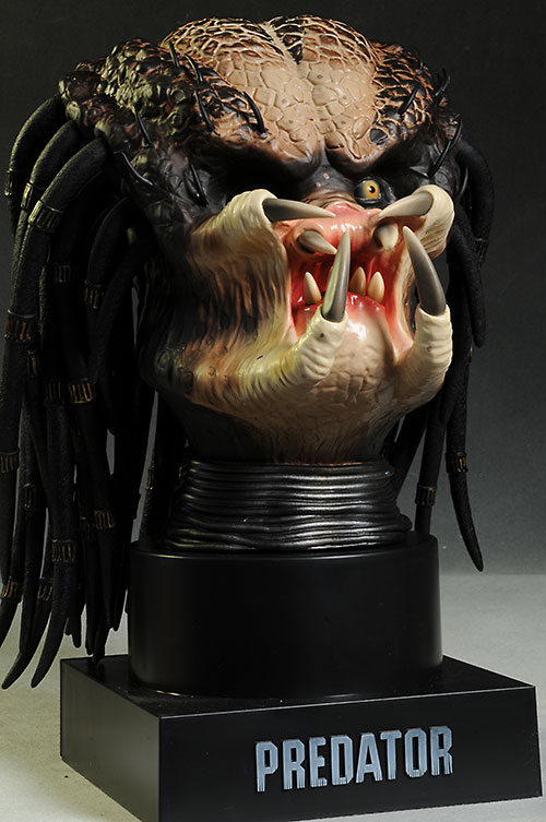 Predator 3-D Blu-Ray Case and Bust