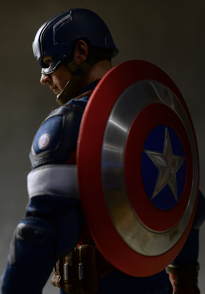 Avengers Age of Ultron Captain America action figure by Hot Toys