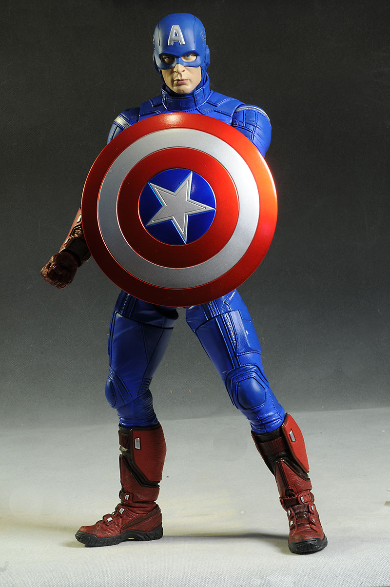 Avengers Captain Marvel 1/4 scale figure by NECA