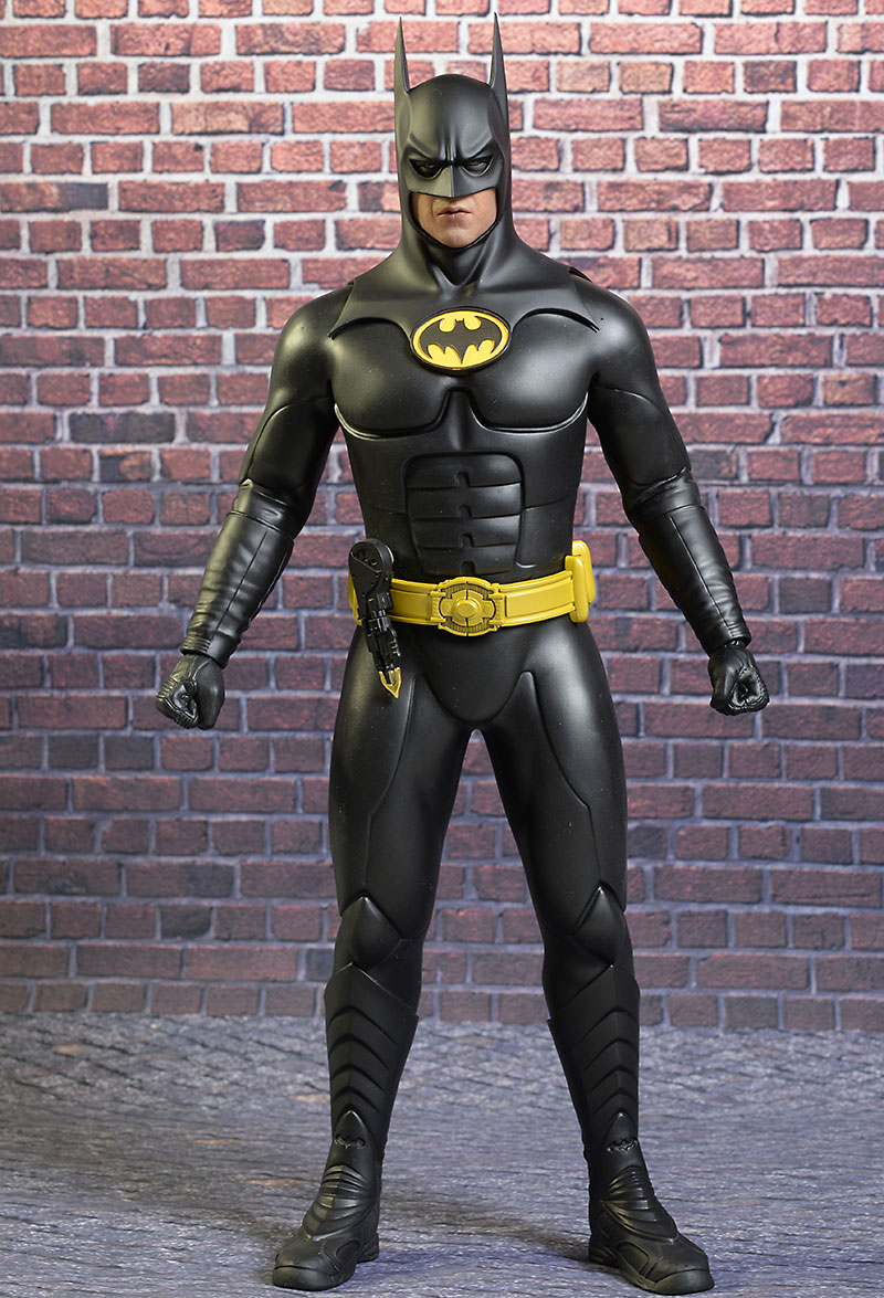 review and photos of hot toys batman returns batman bruce