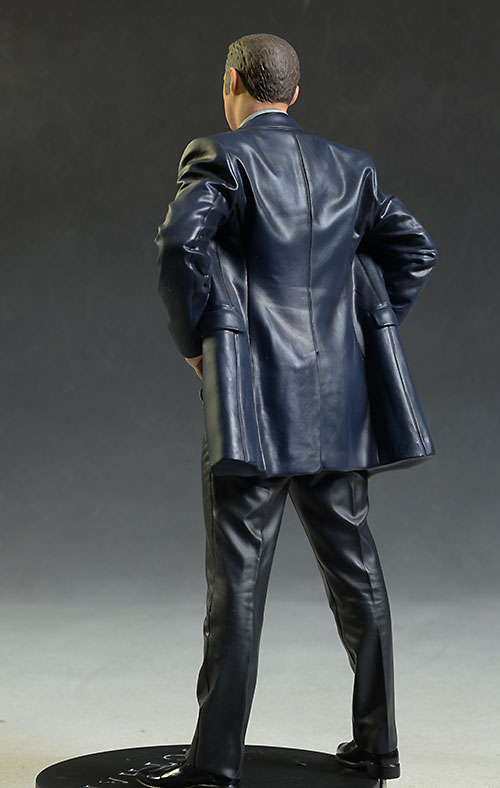 Gotham Detective Gordon statue by DC Collectibles
