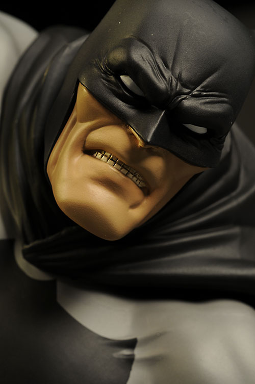 Hunt the Dark Knight Batman ArtFX statue by Kotobukiya