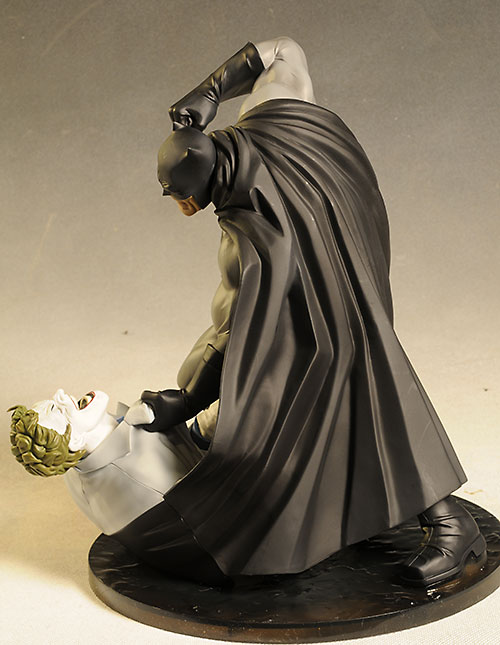 Hunt the Dark Knight Batman statue by Kotobukiya