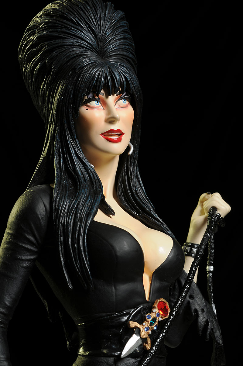 Elvira sixth scale statue by Tweeterhead