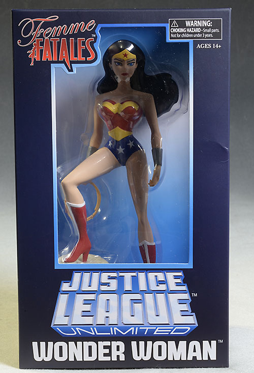 Femme Fatales Wonder Woman statue by Diamond Select Toys
