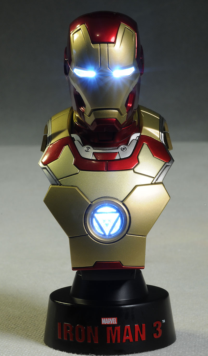 Review and photos of hot toys iron man 3 mini busts - Mini iron man ...