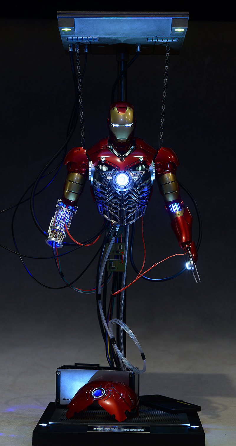 Iron Man MKIII Construction Diorama by Hot Toys