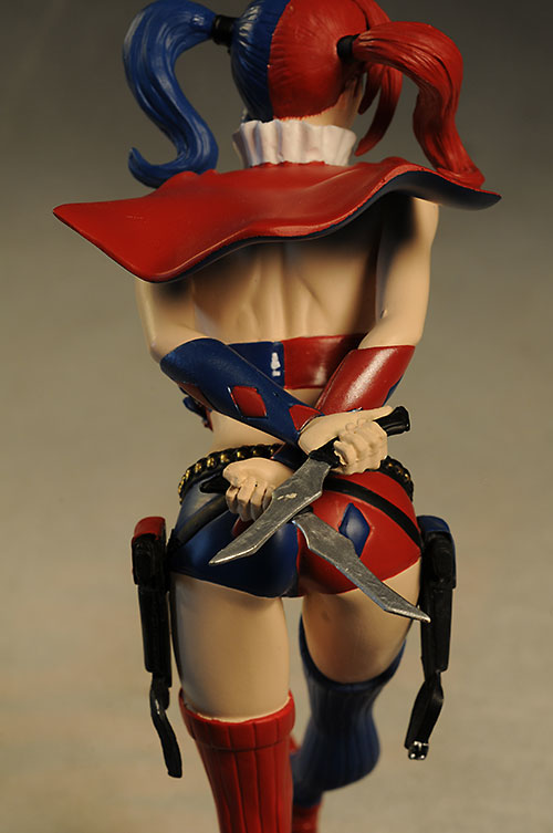 Cover Girls DCU Harley Quinn statue by DC Collectibles