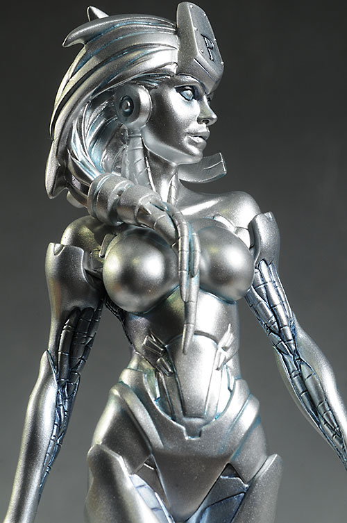 Cover Girls of the DCU Platinum statue by DC Collectibles