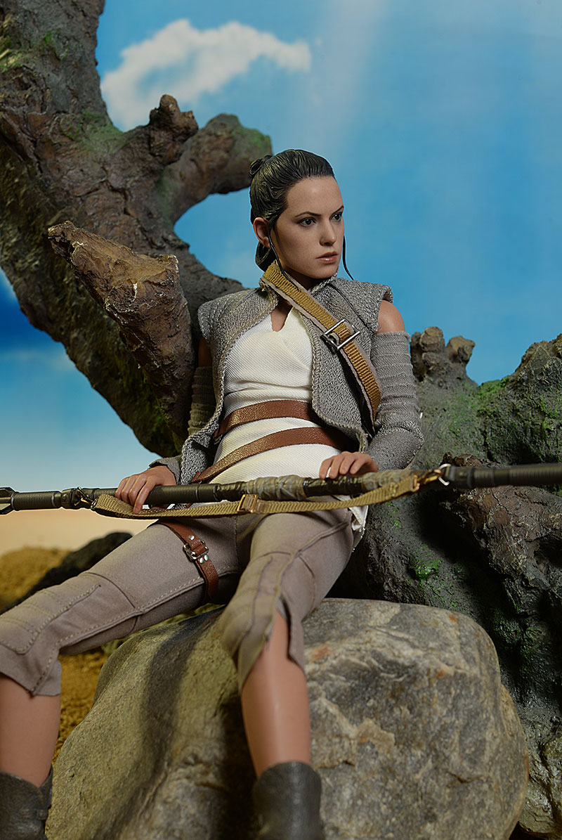 Rey Resistance Outfit Star Wars Force Awakens Sixth Scale action figure by Hot Toys