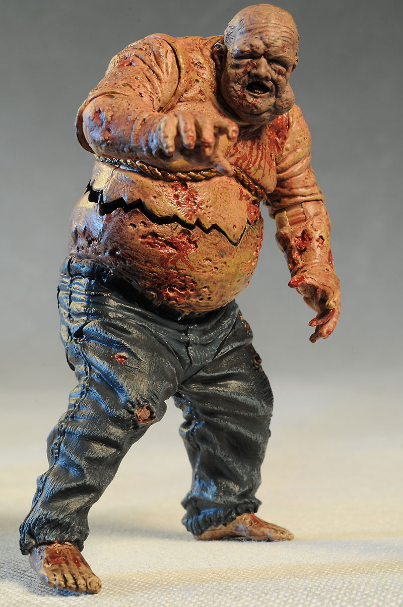 Zombie Toys R Us : Review and photos of walking dead well rv walker action