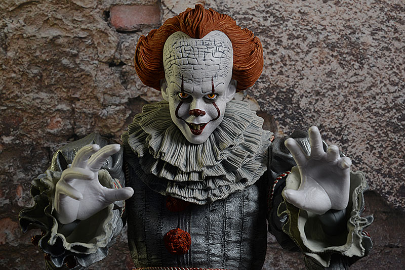 Pennywise IT Chapter 2 quarter scale action figure by NECA