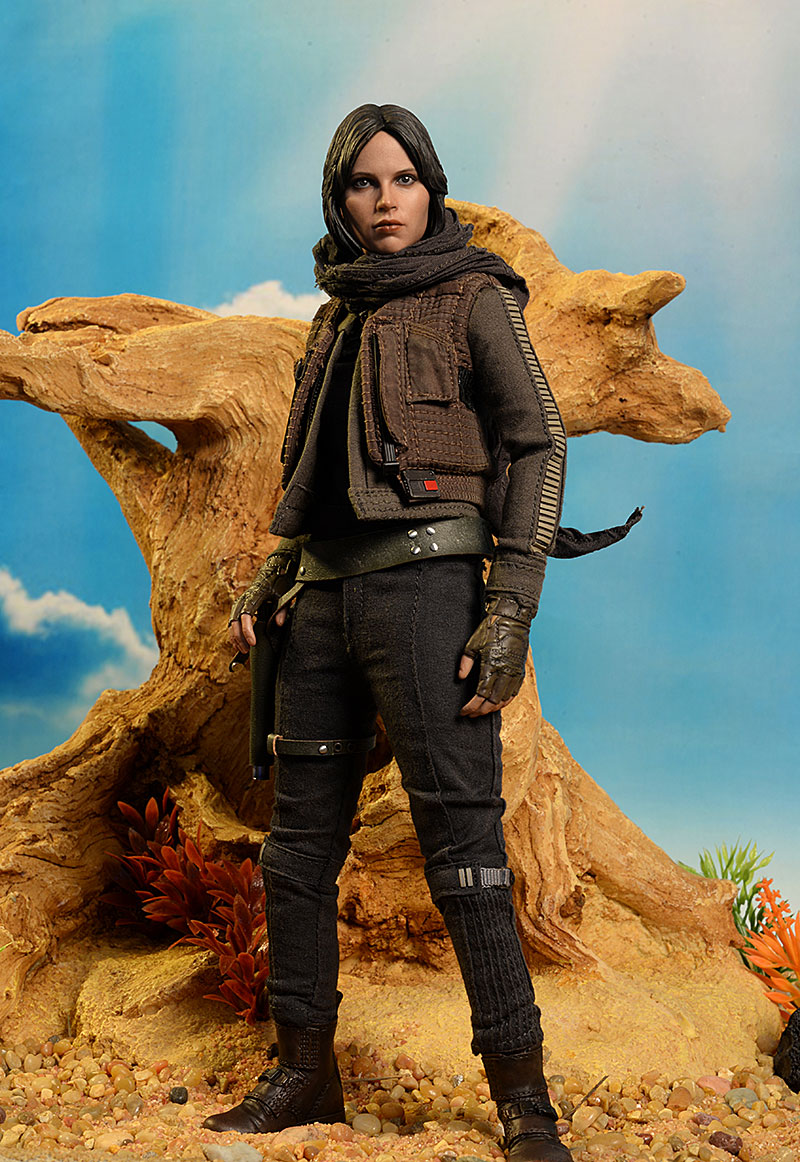 Jyn Erso Star Wars deluxe sixth scale action figure by Hot Toys
