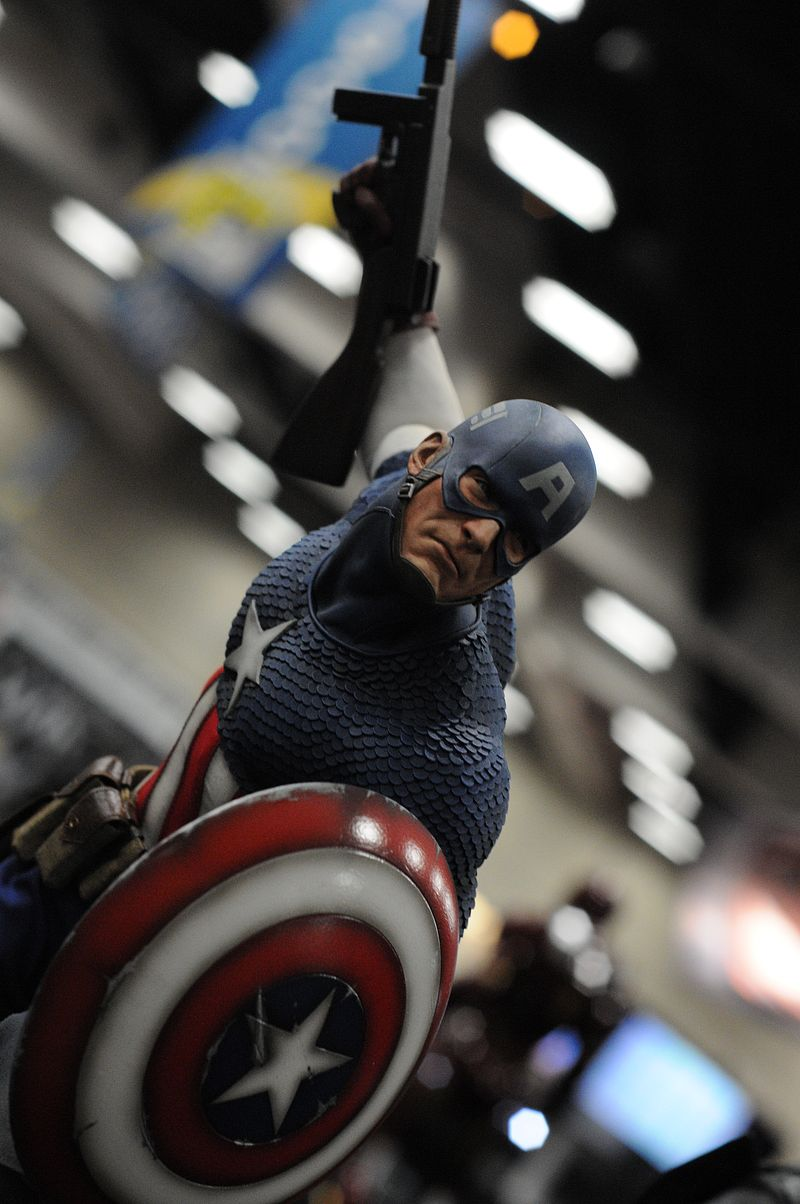 """CAPTAIN AMERICA """" ALLIED CHARGE ON HYDRA """" Premium format Sdcc2013_sideshow_51"""
